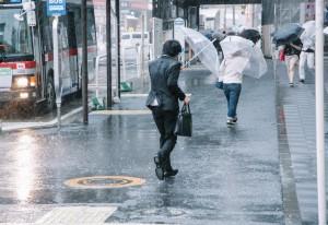 沖縄の台風の時期はいつ?対策と情報とあるあるってなに?